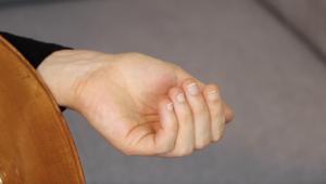 Main gauche voute